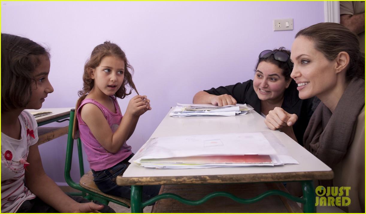angelina jolie zaatari refuge visit 032720105