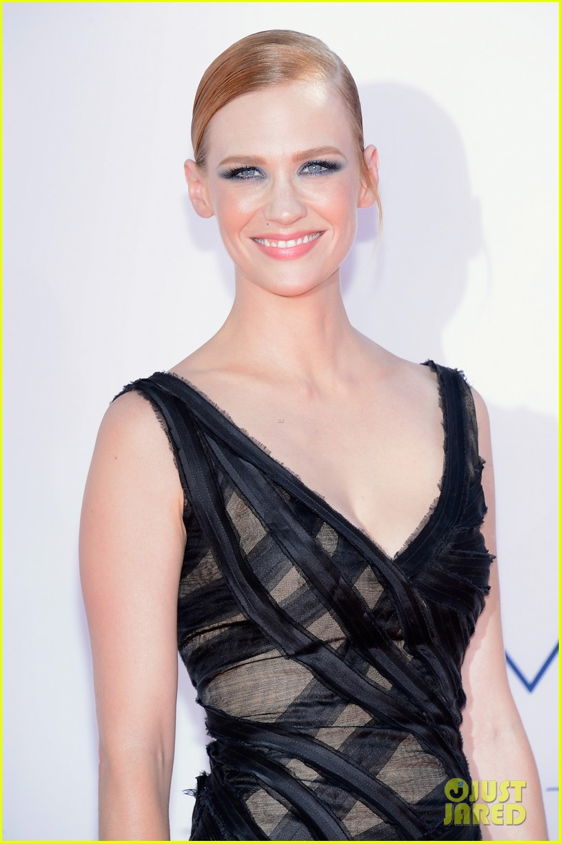 january jones jessica pare emmys 2012 red carpet 04