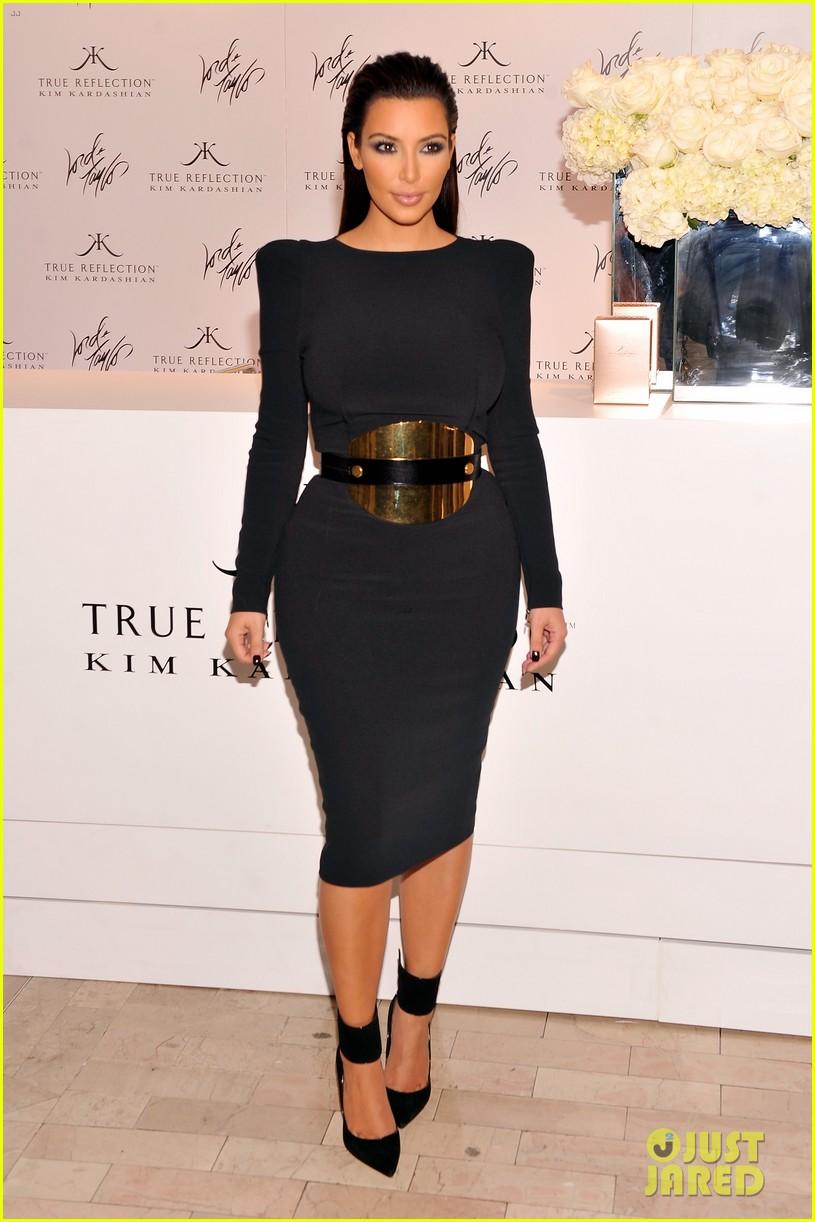 kim kardashian perfume signing for fashions night out 012716123