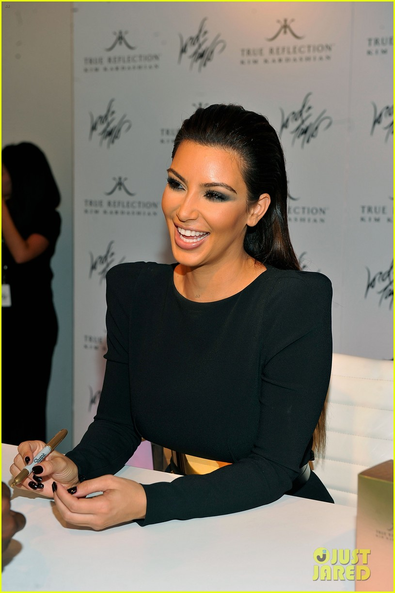 kim kardashian perfume signing for fashions night out 022716124