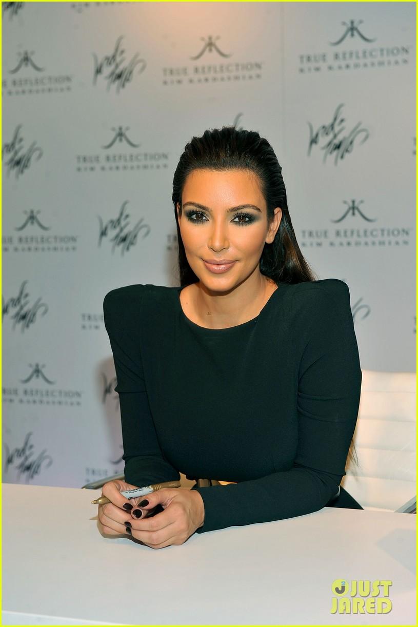 kim kardashian perfume signing for fashions night out 102716132