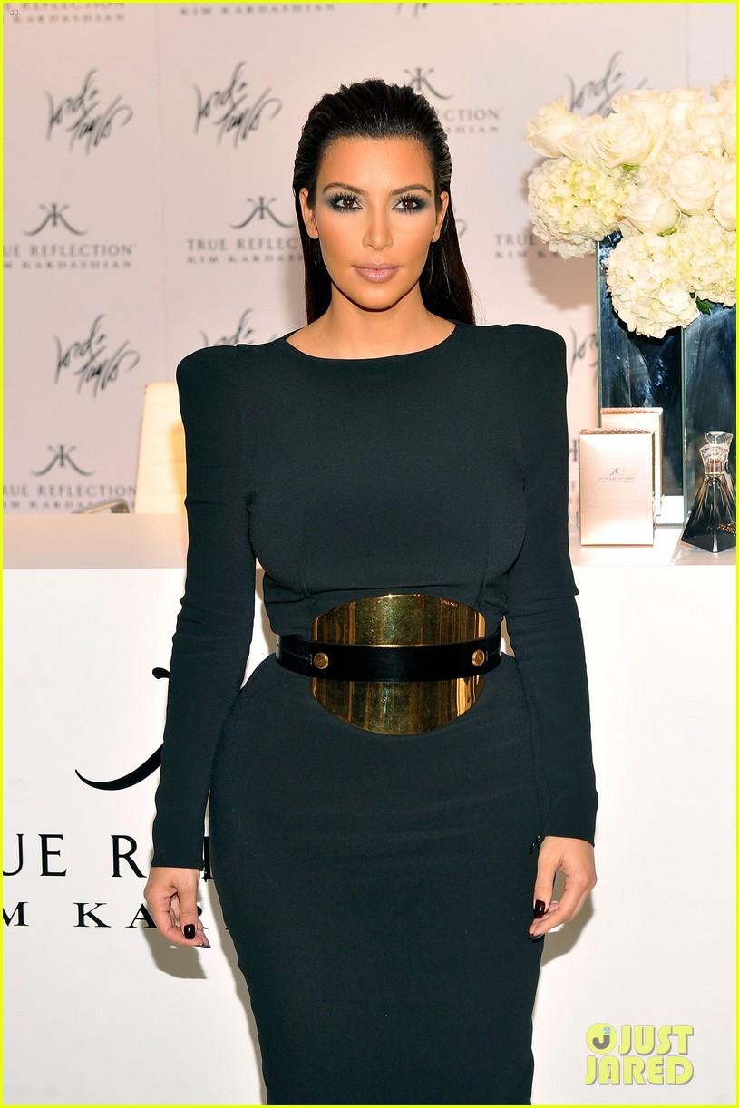 kim kardashian perfume signing for fashions night out 192716141