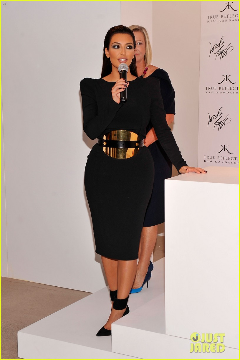 kim kardashian perfume signing for fashions night out 222716144