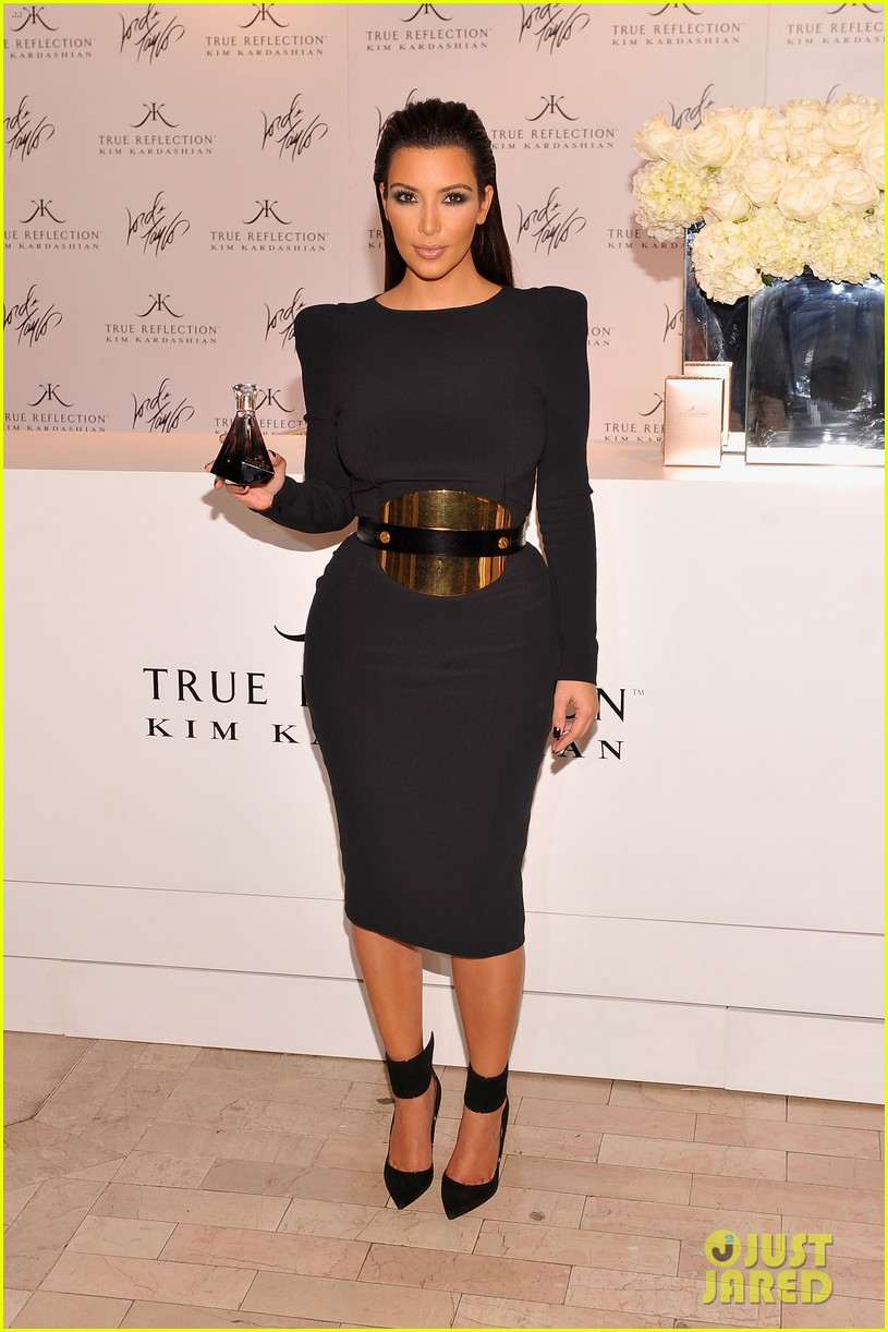 kim kardashian perfume signing for fashions night out 252716147