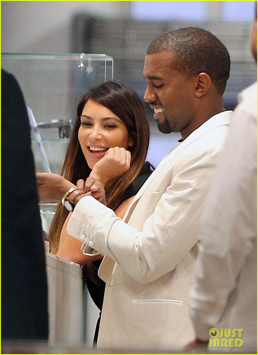 kardashian nyc shopper 082713135