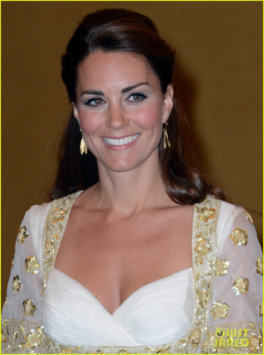 duchess kate prince william official dinner malaysia 02