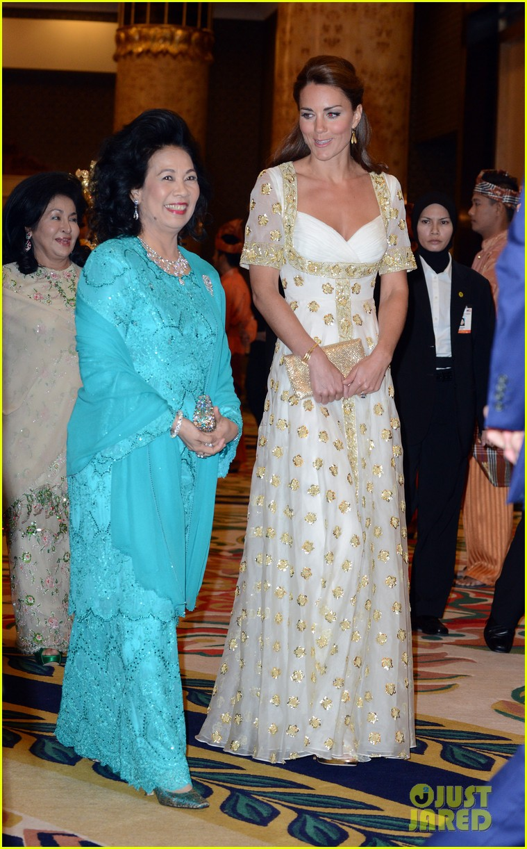 duchess kate prince william official dinner malaysia 05