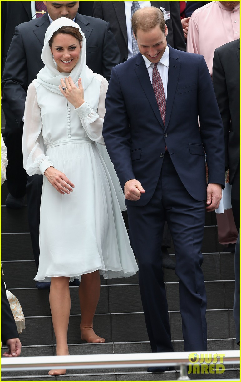 duchess kate prince william mosque visit 11