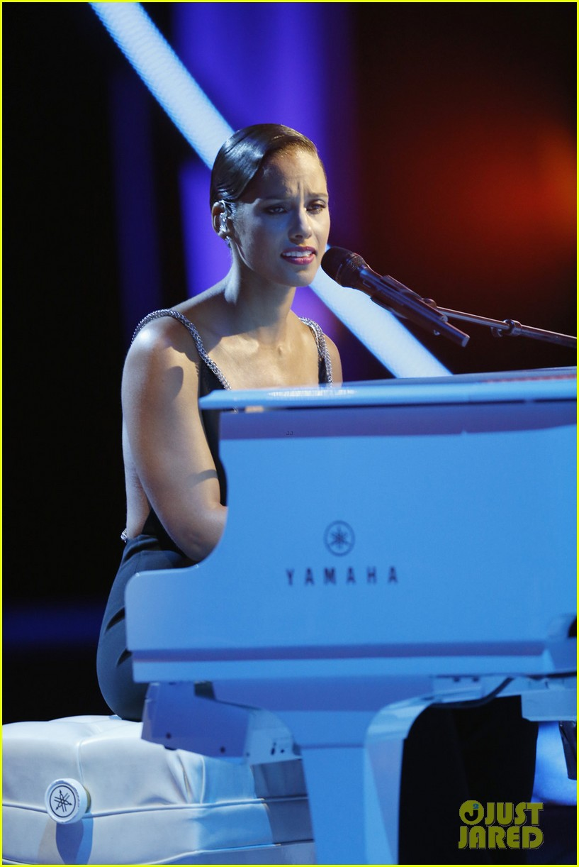 alicia keys not even a king for stand up to cancer 04