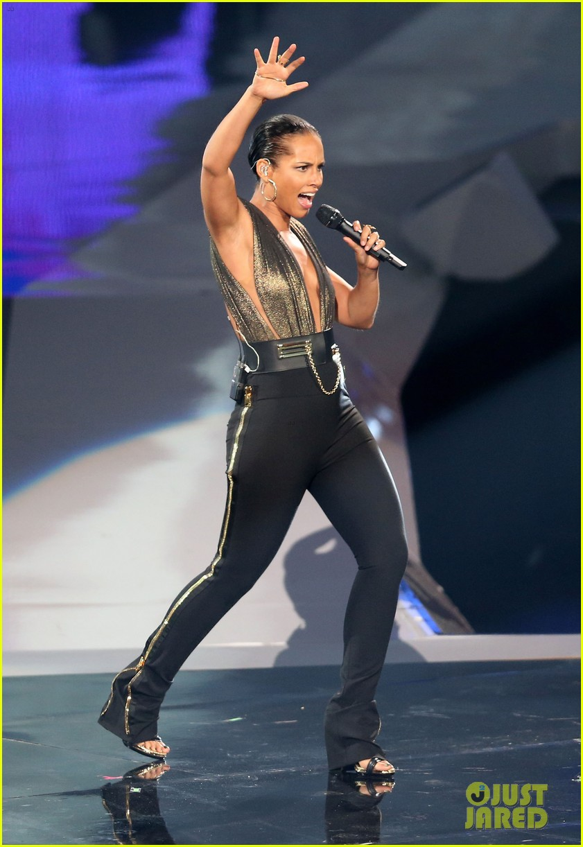 alicia keys nicki minaj girl on fire inferno mtv vmas 01