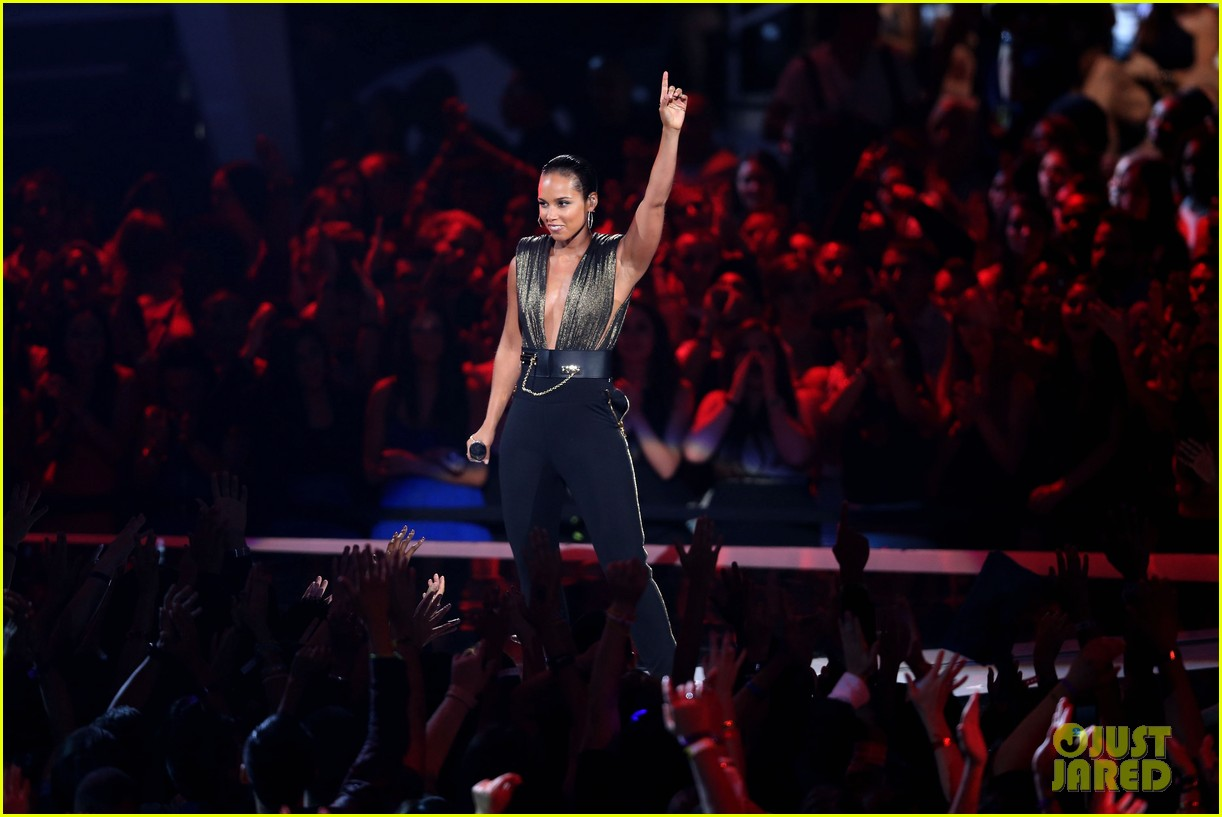 alicia keys nicki minaj girl on fire inferno mtv vmas 062715958