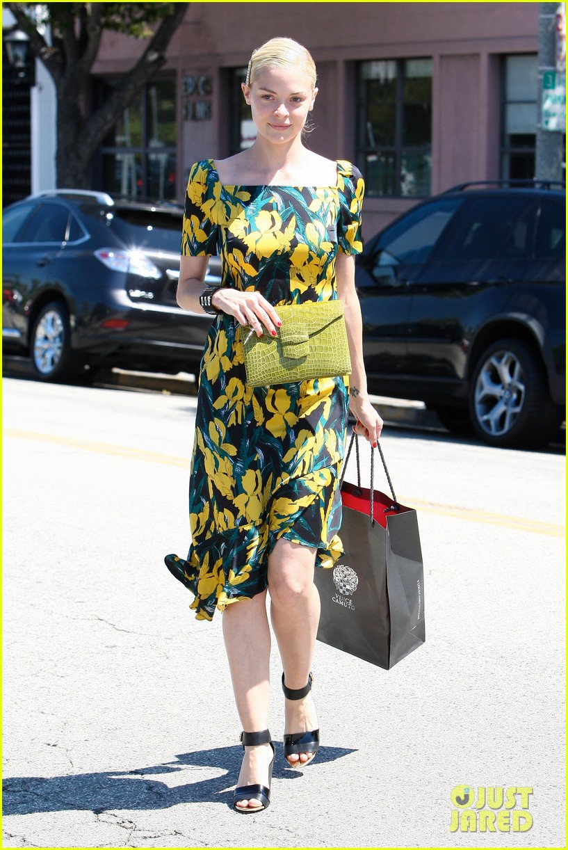 jaime king shopping salon visit 03