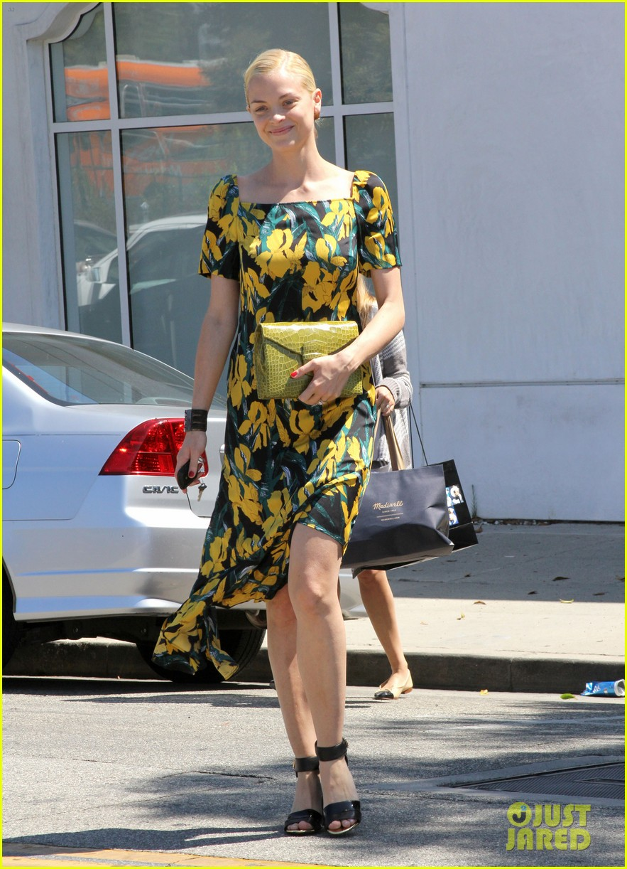 jaime king shopping salon visit 07