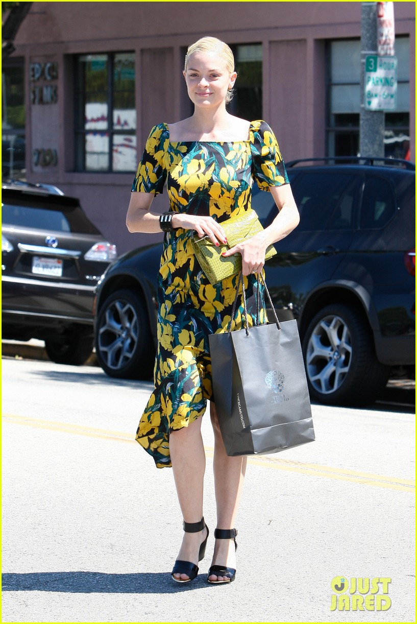 jaime king shopping salon visit 08