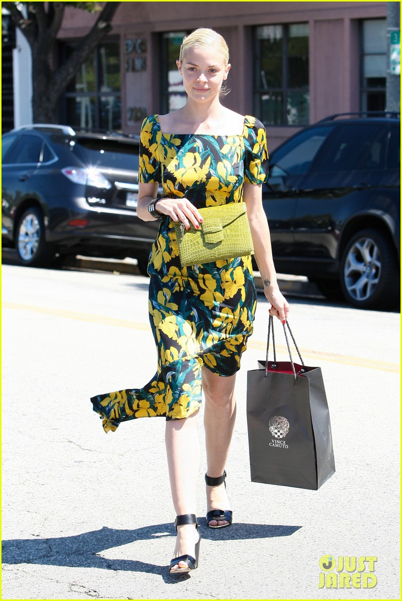 jaime king shopping salon visit 102721732