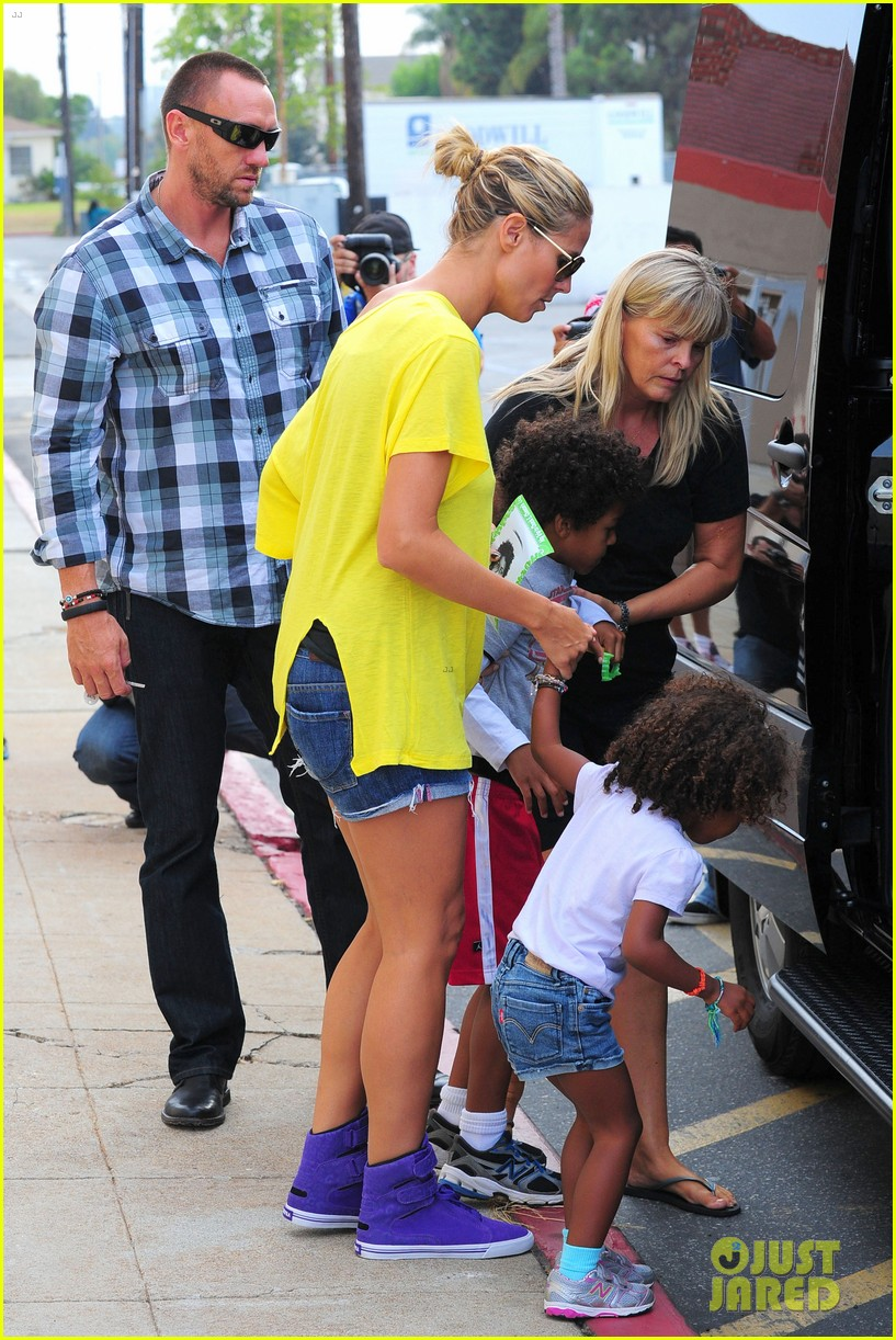 heidi klum martin kristen chuck e cheese with the kids 012727749