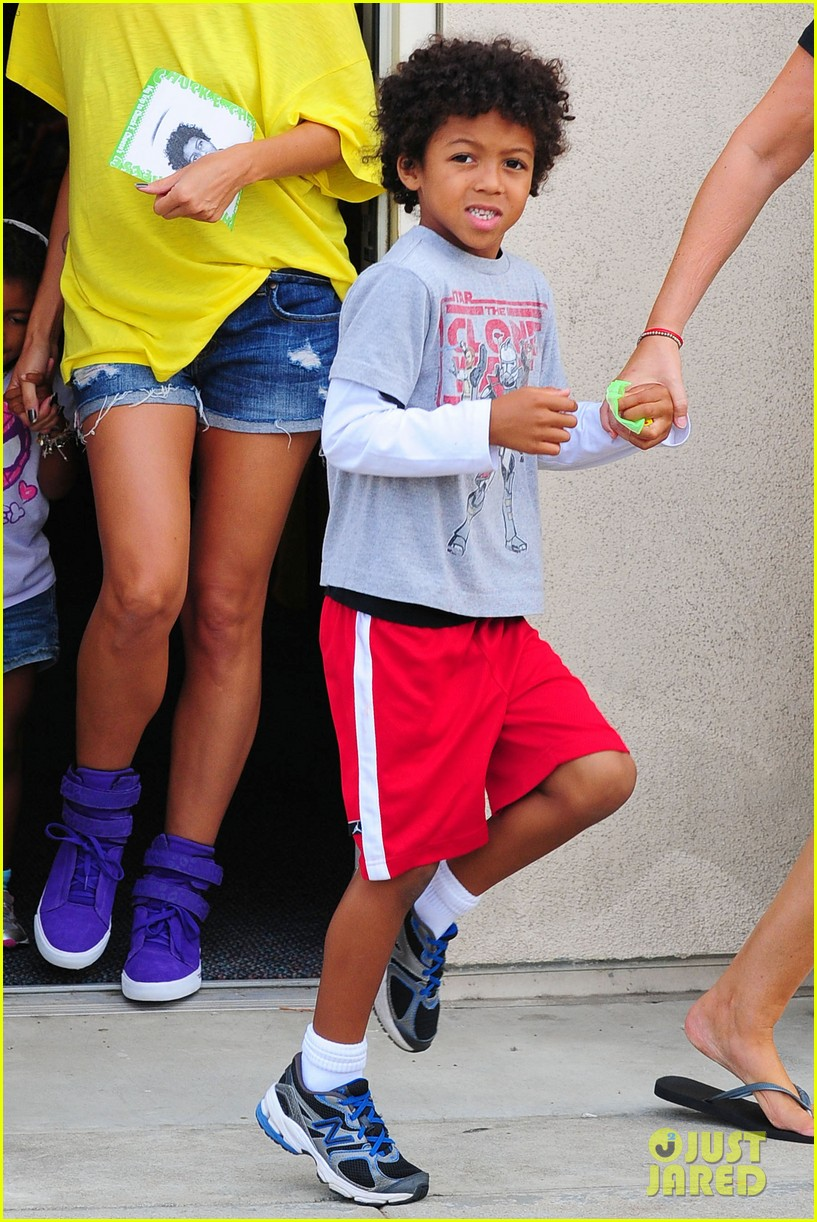 heidi klum martin kristen chuck e cheese with the kids 36
