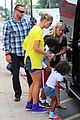 heidi klum martin kristen chuck e cheese with the kids 01