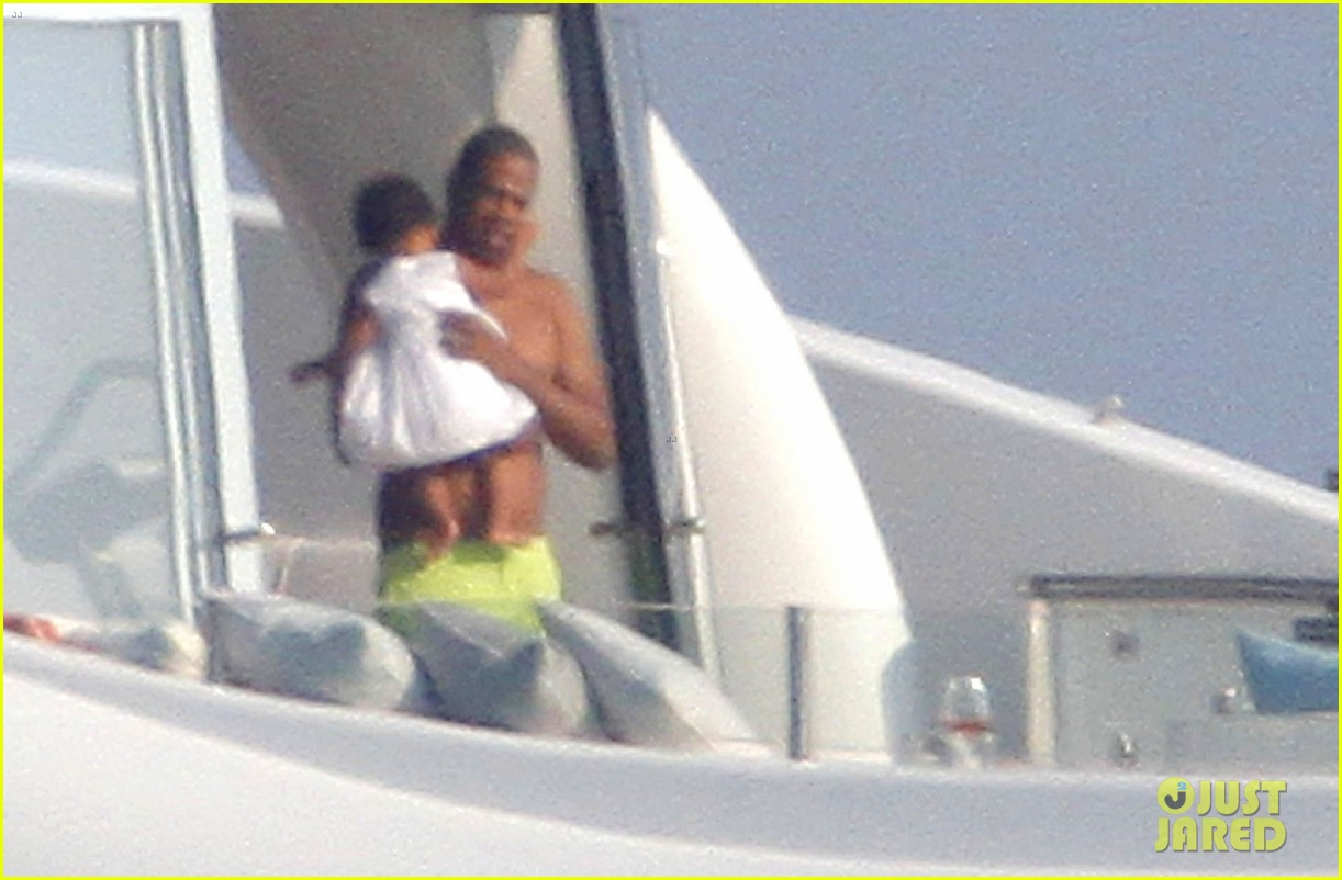 beyonce jay z france kisses with blue ivy 022716184