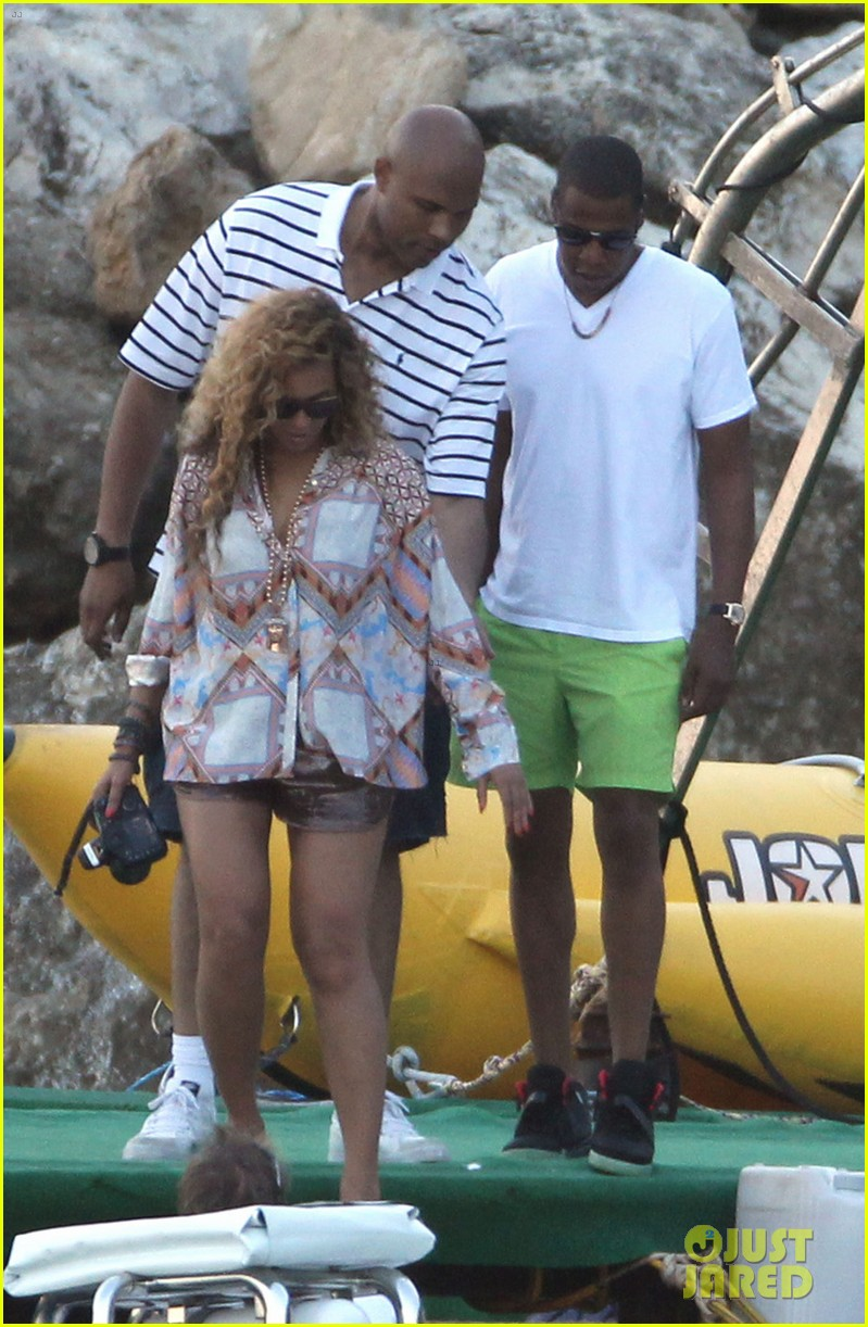 beyonce jay z france kisses with blue ivy 052716187