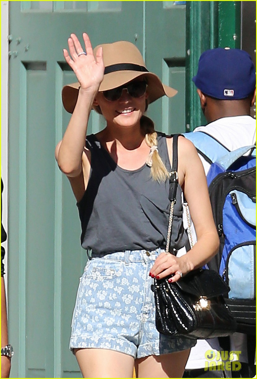 diane kruger shopping in soho 04