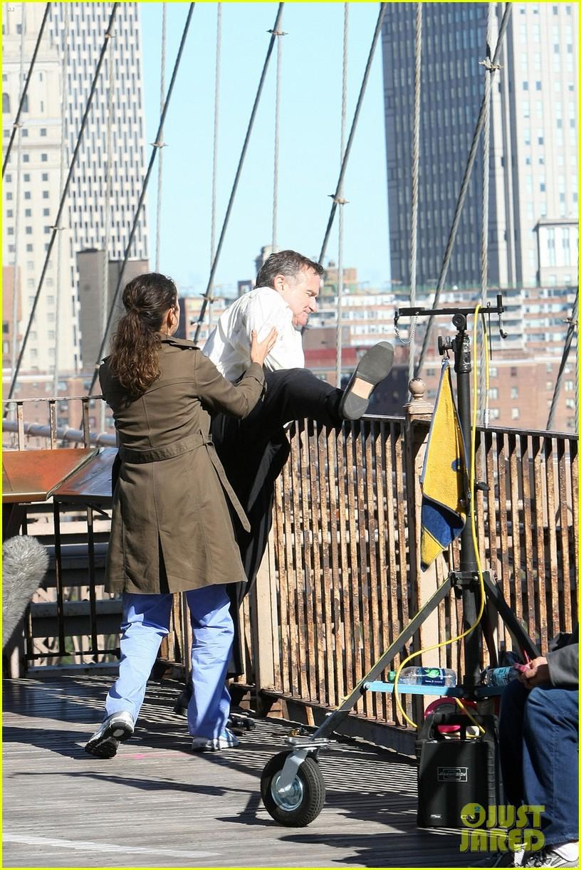 mila kunis robin williams brooklyn bridge jump scene 052722752