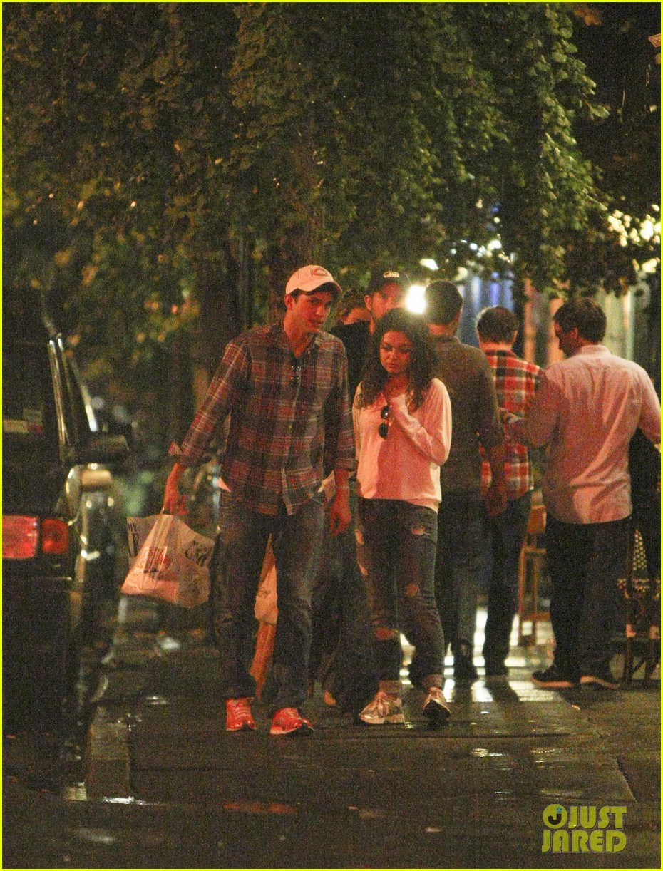 mila kunis ashton kutcher kiss date night 052726959