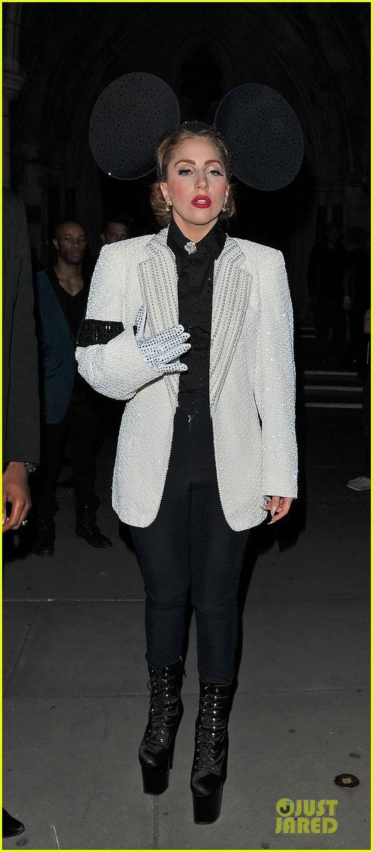 lady gaga philip treacy fashion show new 072723128