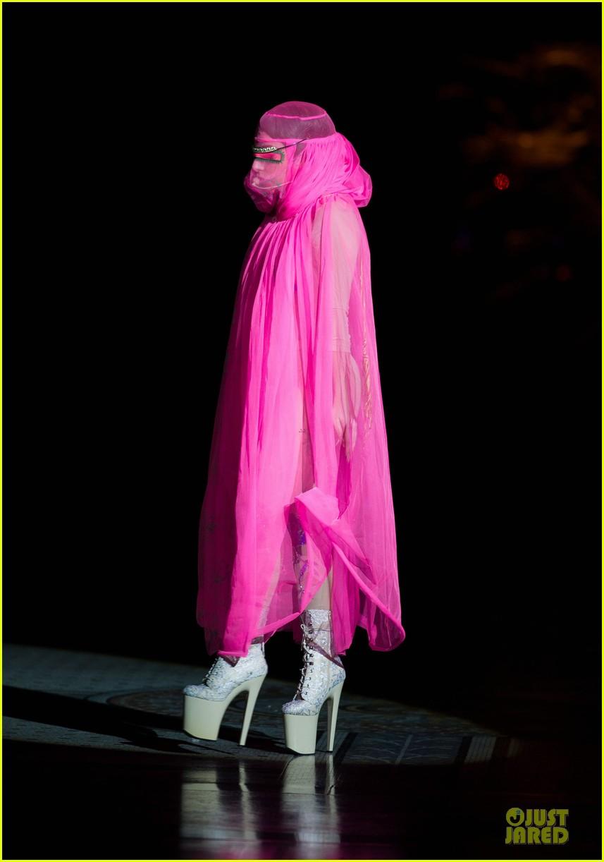 lady gaga philip treacy fashion show new 142723135