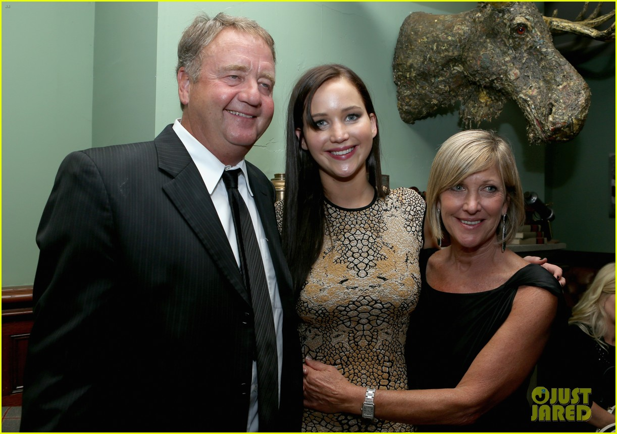 jennifer lawrence brings parents to silver linings after party 022717818