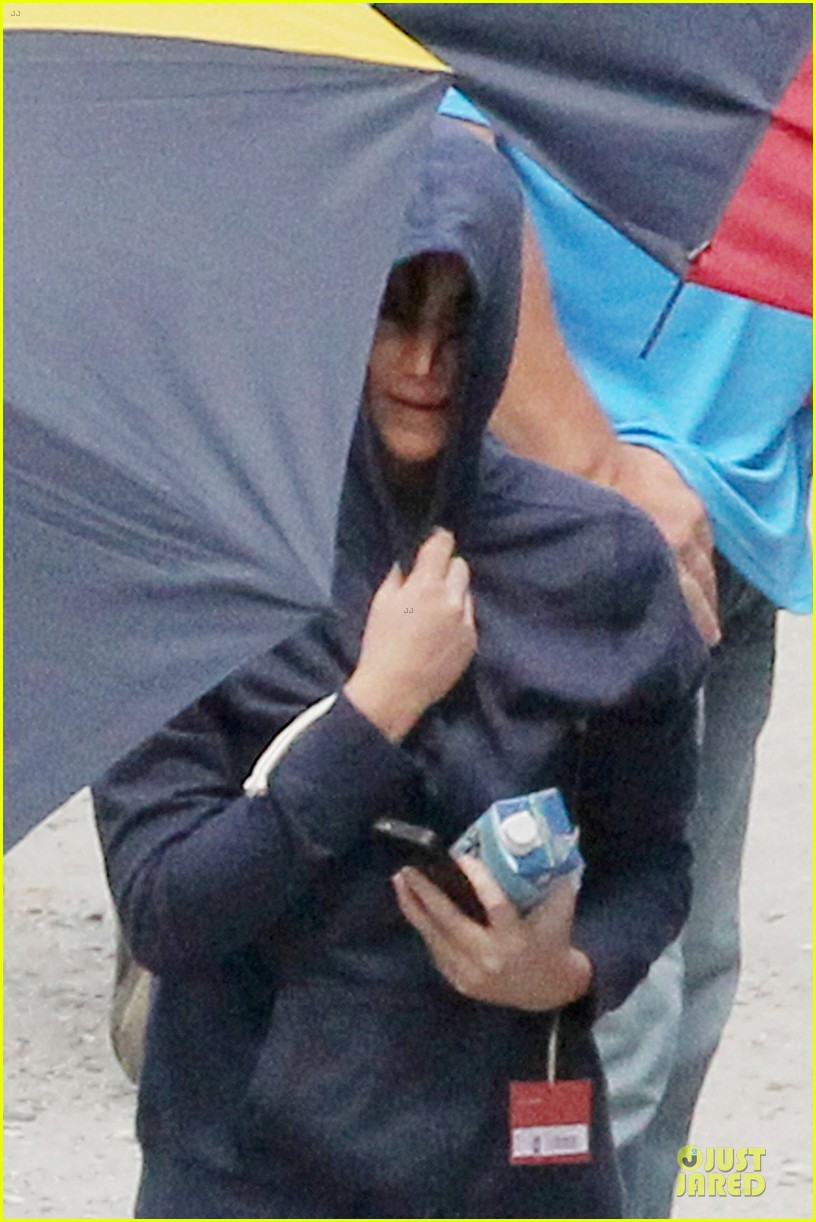 jennifer lawrence shirtless claflin catching fire set 022722012
