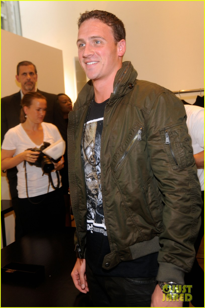 ryan lochte calvin klein fashions night out 092716270