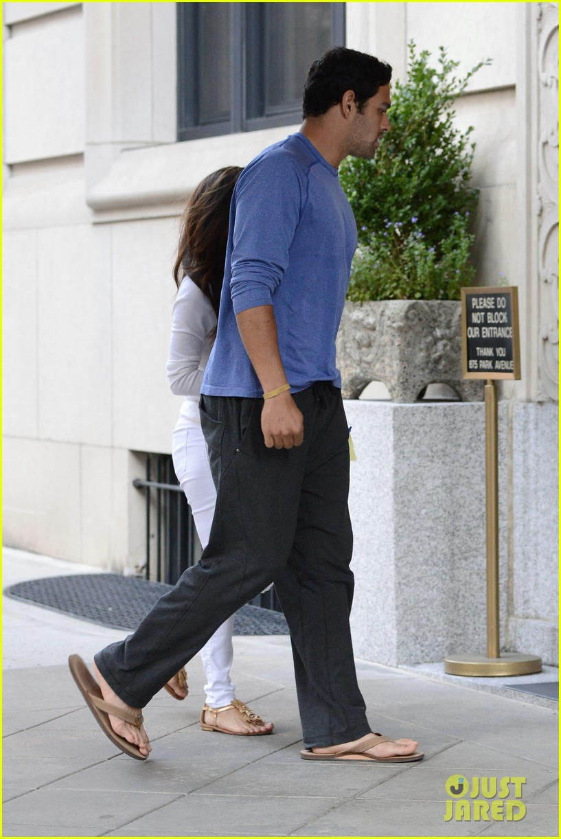 eva longoria mark sanchez holding hands 102727095