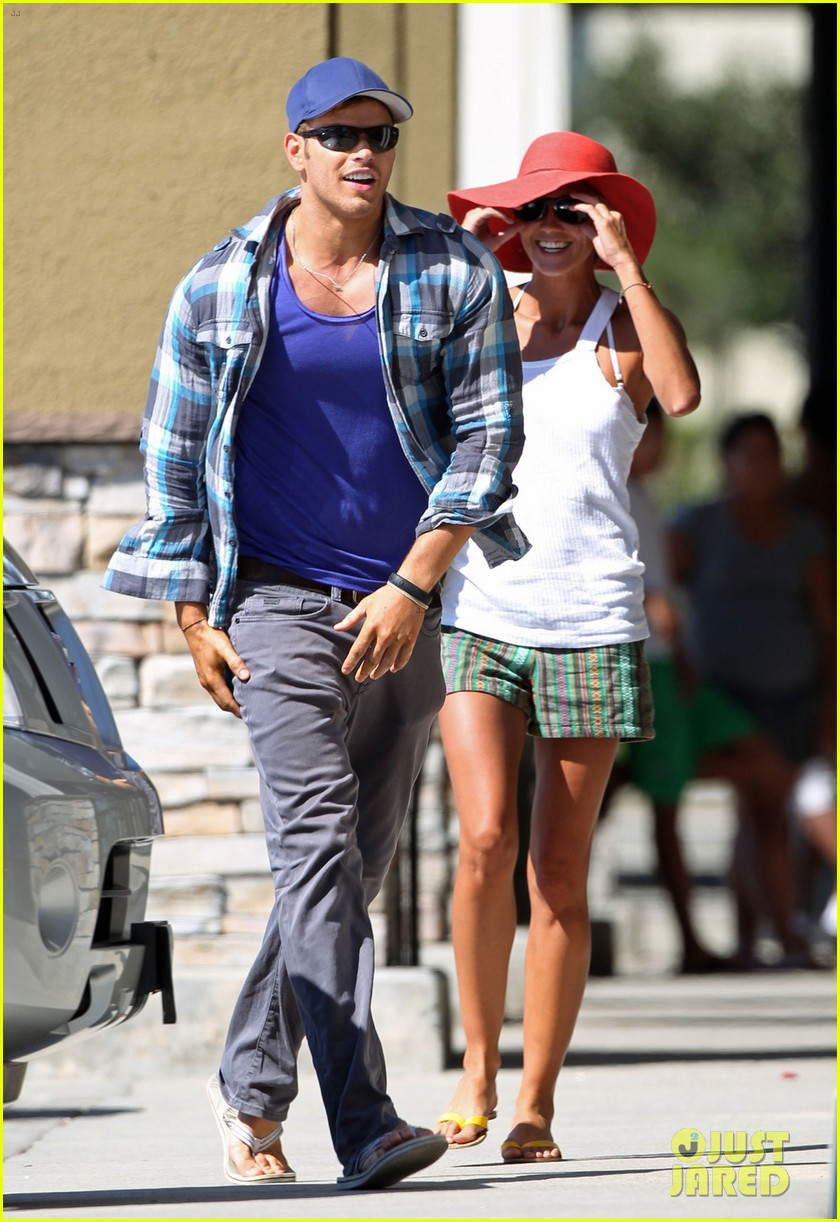 kellan lutz shopping cart ride for sharni vinson 012724375