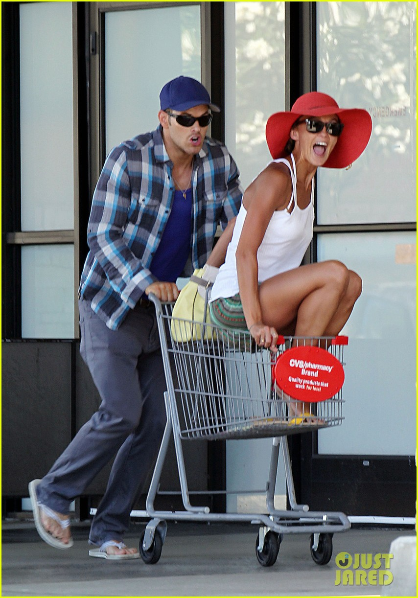kellan lutz shopping cart ride for sharni vinson 03