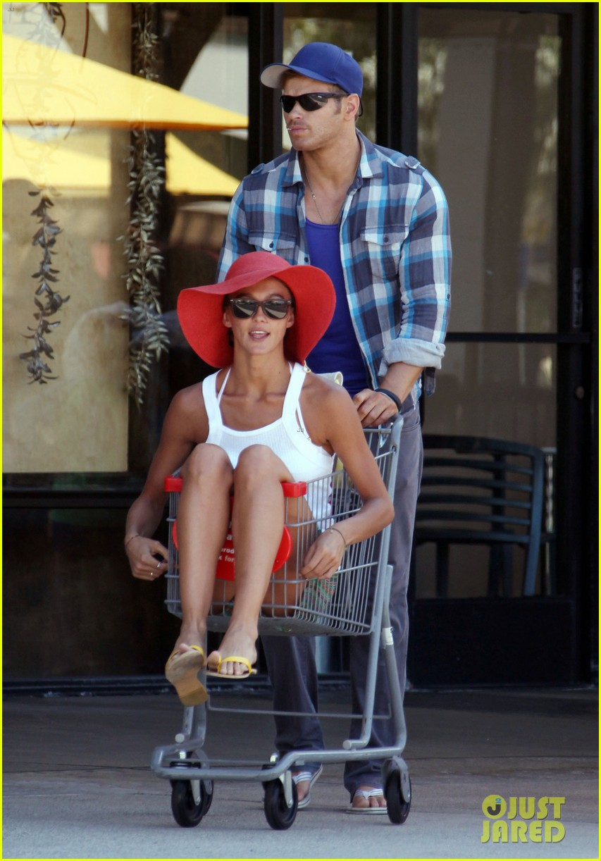 kellan lutz shopping cart ride for sharni vinson 052724379