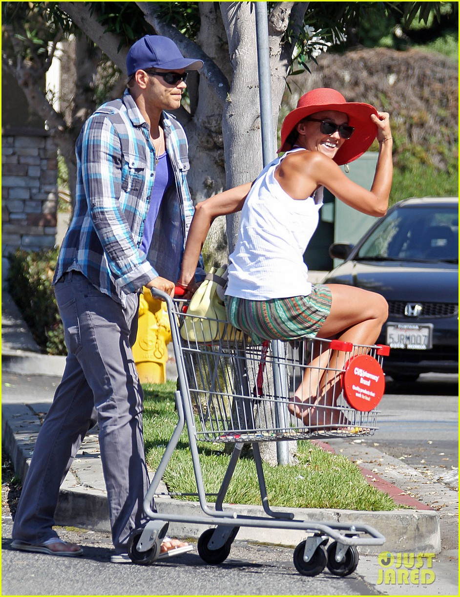 kellan lutz shopping cart ride for sharni vinson 072724381