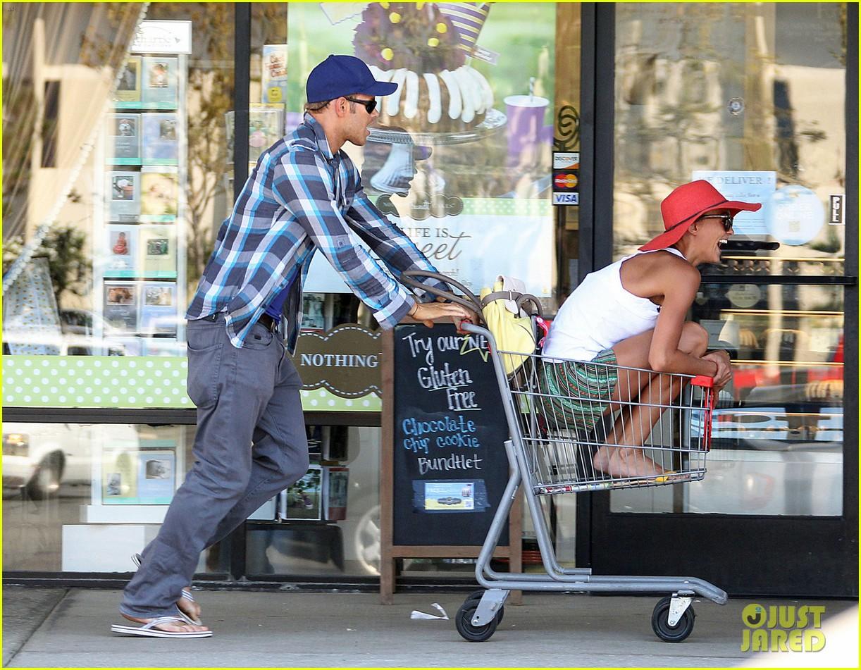 kellan lutz shopping cart ride for sharni vinson 082724382