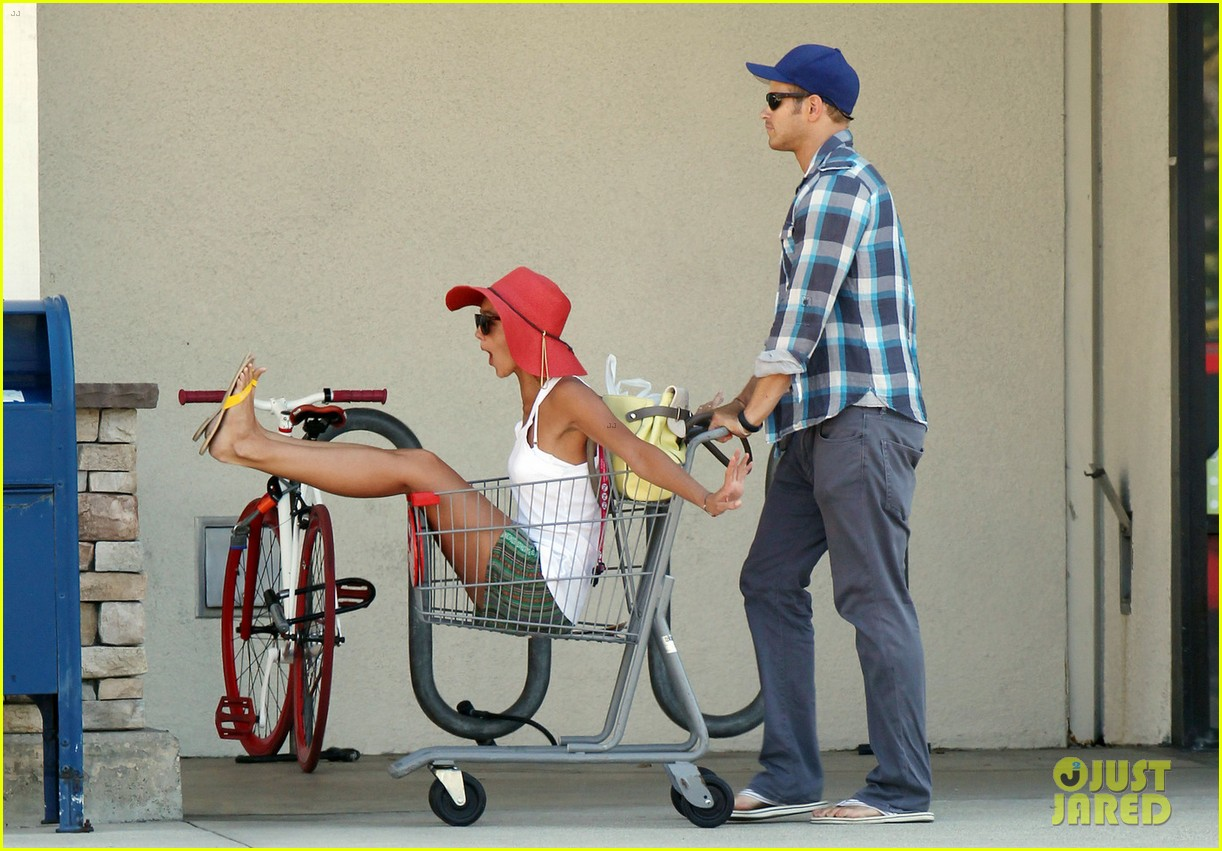 kellan lutz shopping cart ride for sharni vinson 102724384