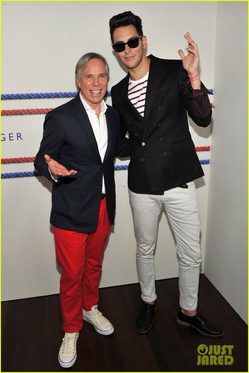 f60694cb829723 Gabriel Mann  Fashion Fun with Mandy Moore   Josh Bowman!  Photo ...