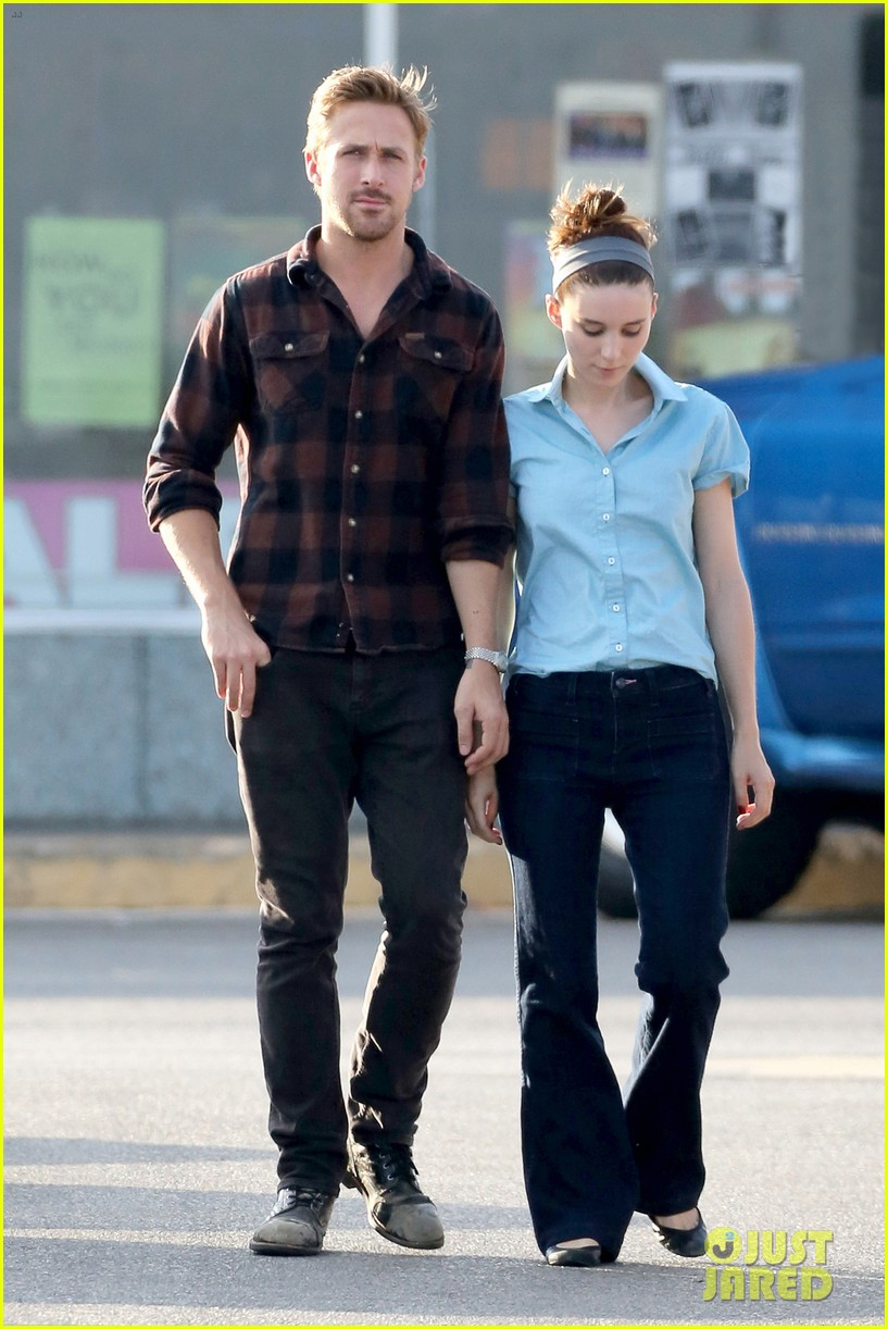 rooney mara pushes ryan gosling face on malick set 032729057