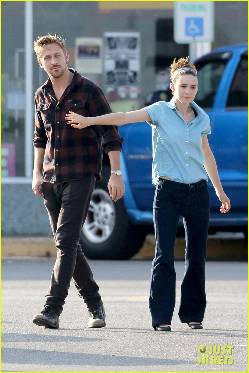 rooney mara pushes ryan gosling face on malick set 20