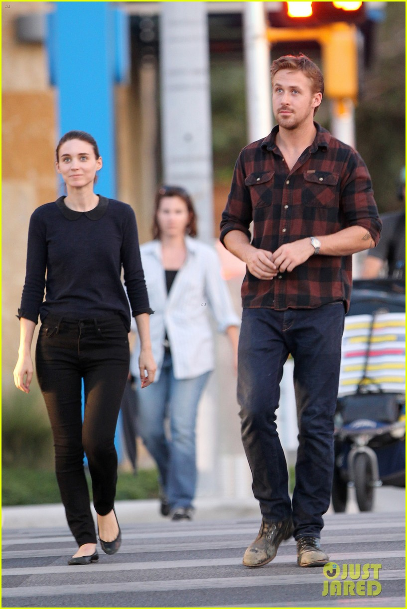 rooney mara pushes ryan gosling face on malick set 282729082