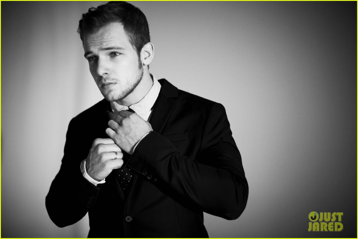 max thieriot just jared photo shoot 01