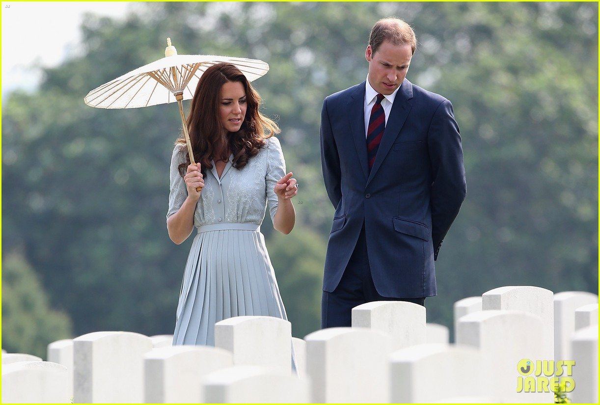 prince william duchess kate kranji war cemetery 02