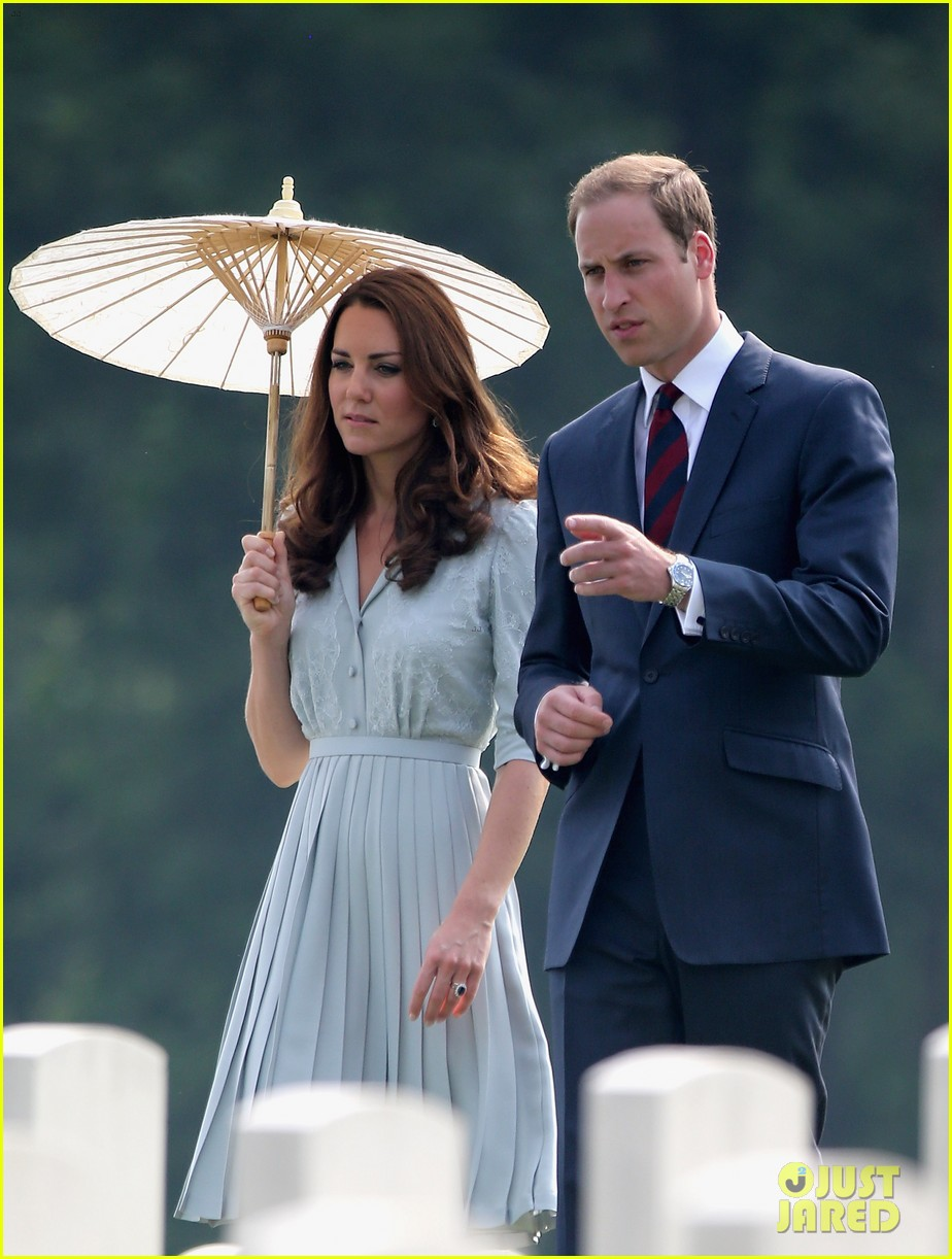 prince william duchess kate kranji war cemetery 05