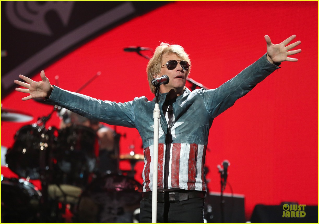 miley cyrus bon jovi rock iheartradio duo 352726081