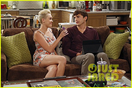 miley cyrus two and a half men stills 012727878