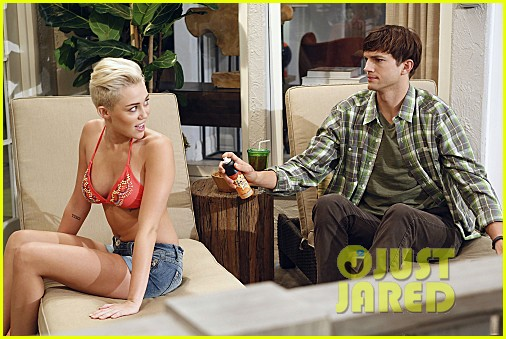 miley cyrus two and a half men stills 042727881
