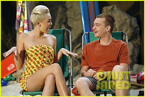 miley cyrus two and a half men stills 072727884